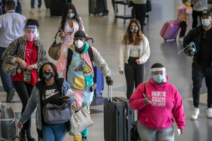 CDC: personas vacunadas pueden viajar sin cumplir requisitos especiales