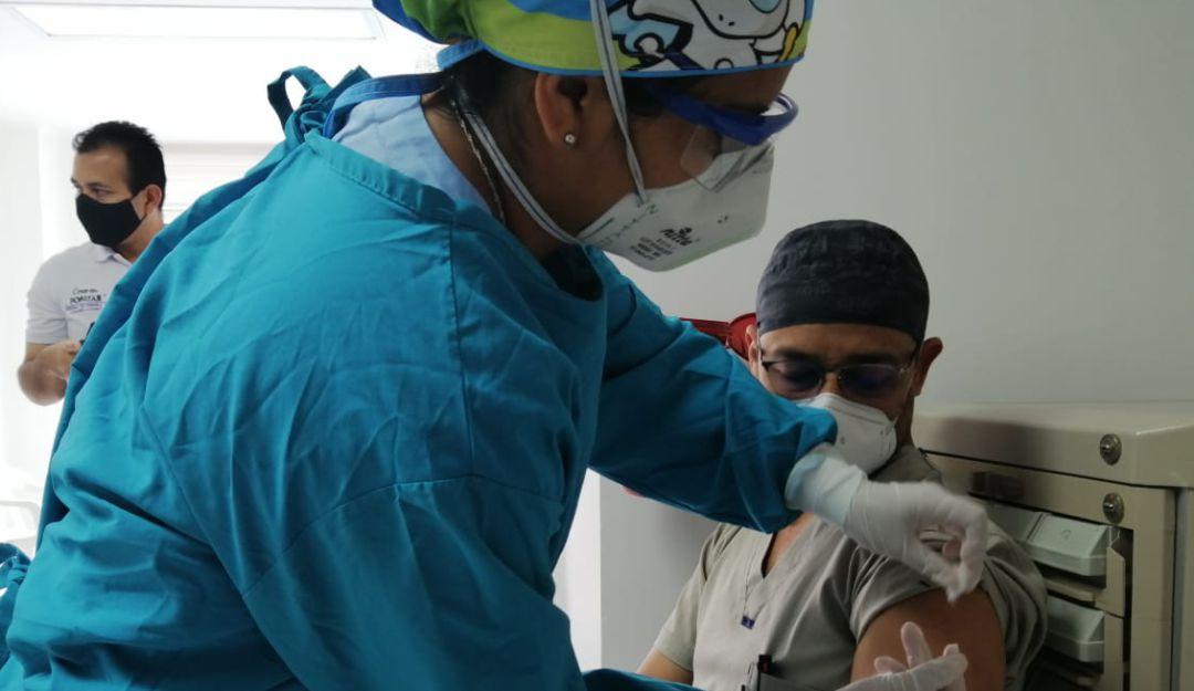 Arrancan pilotajes de vacunacion COVID para priorizados en etapa III