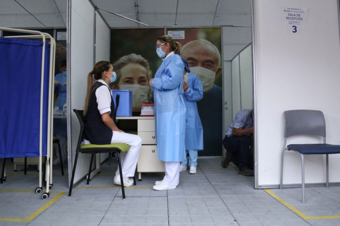 Analisis preliminares muestran beneficios de la vacunacion en Colombia