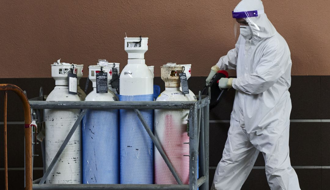 Mas de 6.000 concentradores y cilindros de oxigeno siguen represados