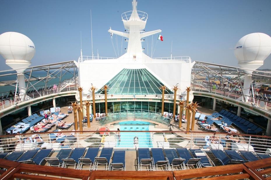 Liberty of the Seas | De Royal Caribbean. Mide 1,112 pies de longitud y tiene capacidad para 4,960 pasajeros. Incluye cines 3D y un restaurante de tres pisos. (GFR Media)