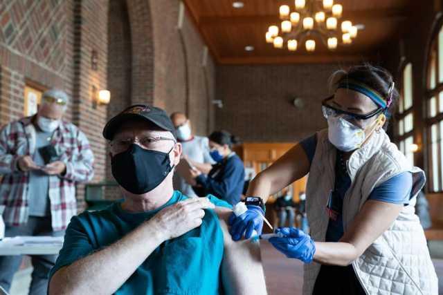 A la vacuna contra la covid-19 le aplican turismo
