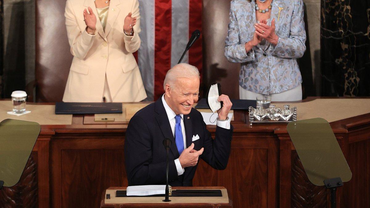 Encuesta: aprobacion hacia Biden aumenta por su manejo de la pandemia