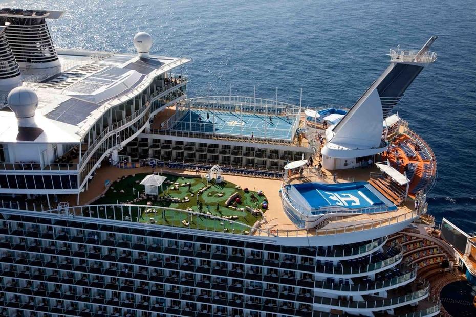 Oasis of the Seas | Pertenece a Royal Caribbean. Mide 1,187 pies de largo y soporta hasta 6,780 pasajeros. Fue lanzado en el 2009. Incluye una zona de juagos acuaticos para niños. (GFR Media)