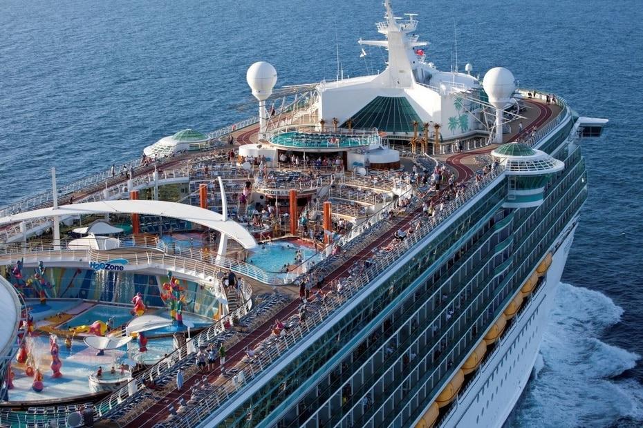 Freedom of the Seas | De Royal Caribbean, Mide 1,112 pies de largo y soporta hasta 4,515 pasajeros. Fue lanzado en 2007 y su puerto principal es en San Juan, Puerto Rico. (GFR Media)