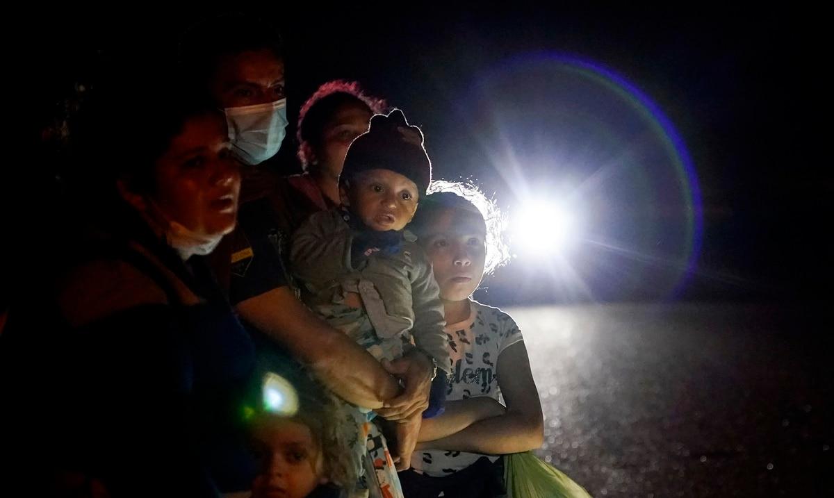 El gobierno de Estados Unidos acelerara el tramite de los casos de inmigracion de familias en la frontera con Mexico