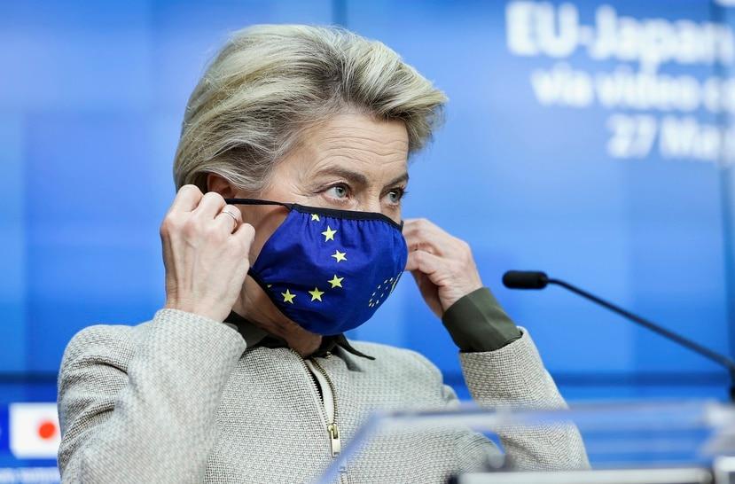 La presidenta de la Comision Europea, Ursula von der Leyen, habla con la prensa en la sede del Consejo Europeo despues de participar de una videocumbre UE-Japon con el primer ministro japones Yoshihide Suga.