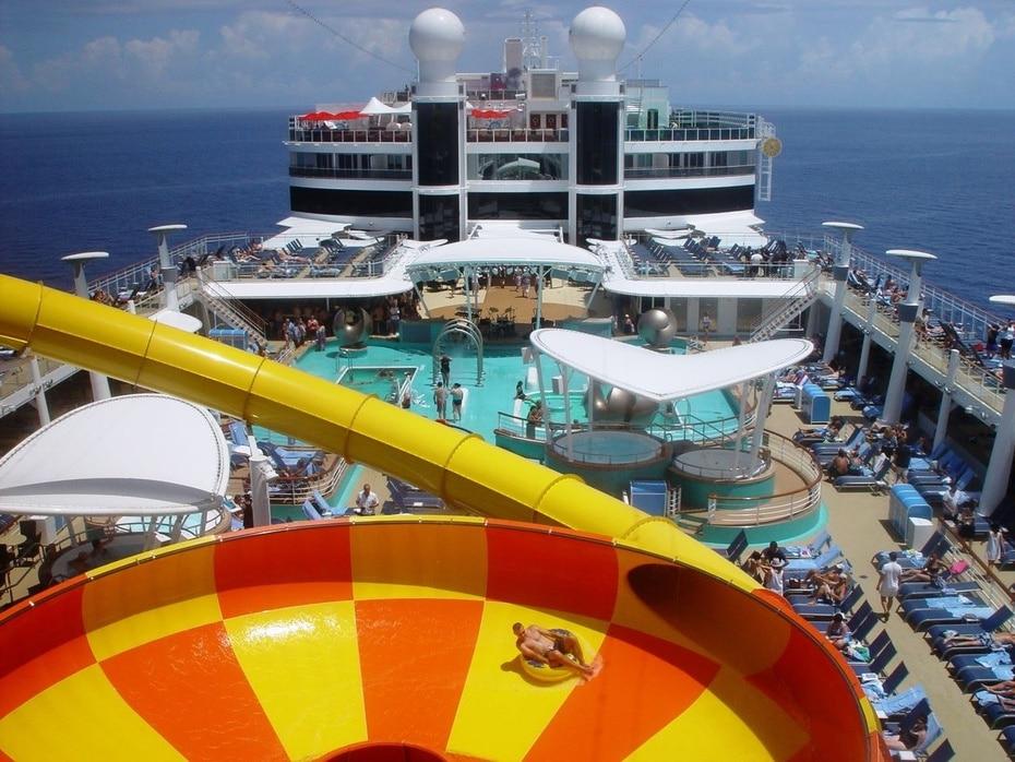 Norwegian Epic | De Norwegian Cruise Line. Con capacidad para 4,100 pasajeros. Mide 1,081 pies de largo e incluye shows a la altura de Broadway y un ice bar.(GFR Media)