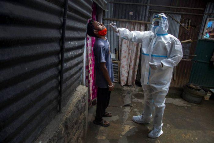 India: Bajan las infecciones y muertes por coronavirus