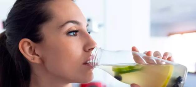Las bebidas que mas pueden erosionar tus dientes