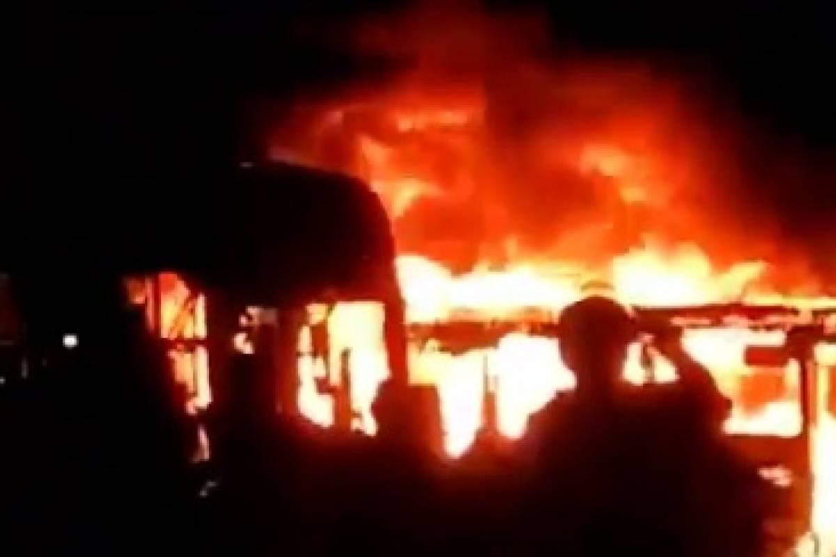 Caos en Colombia: Queman buses en manifestaciones al sur de Bogota