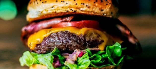 El motivo por el que comer hamburguesas no es dañino para el corazon, segun un nuevo estudio