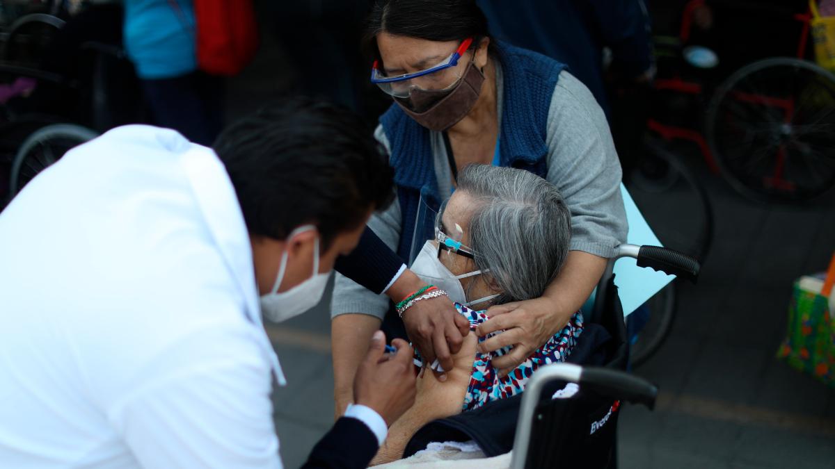 Las cifras diarias: Mexico reporta 217,740 decesos y 2 millones 352,964 contagios