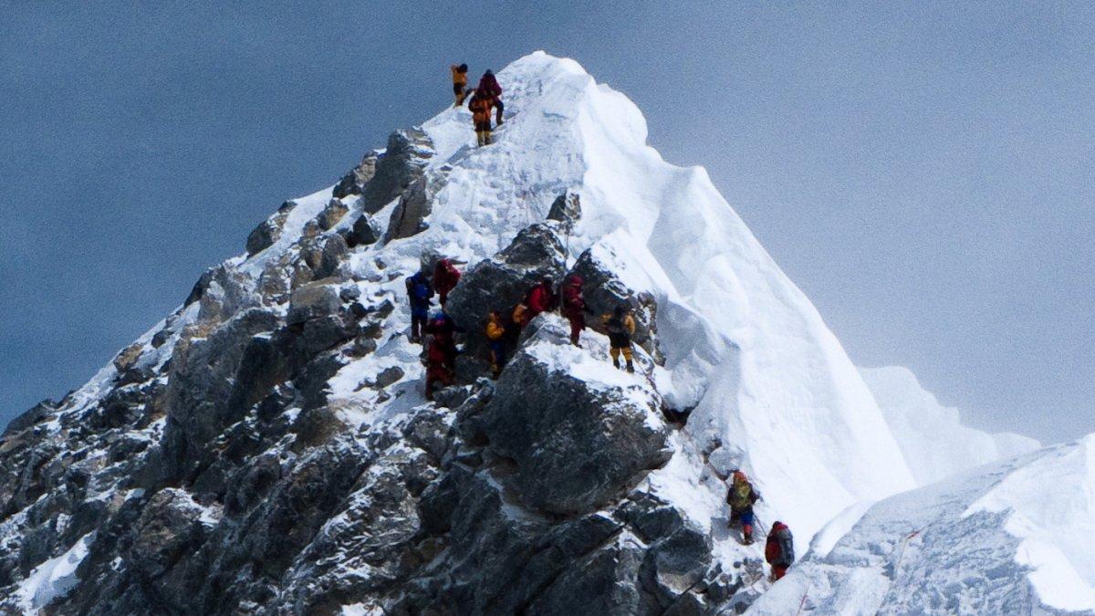 El COVID-19 llega al monte Everest, la cima mas alta del mundo