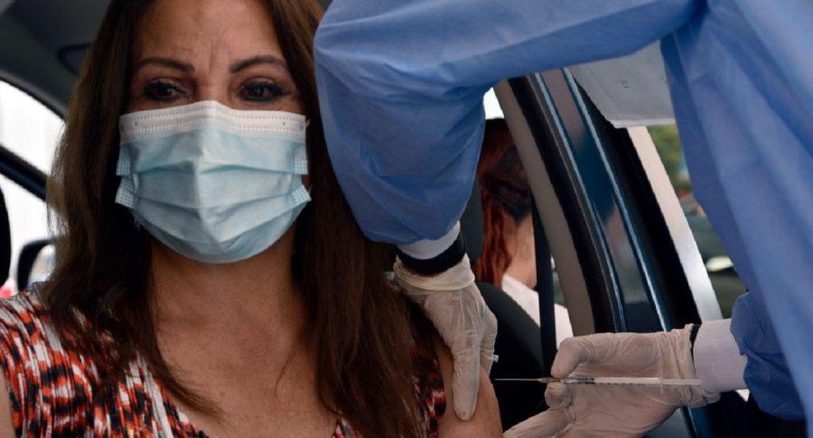Bogota habilita mas centros comerciales y puntos para vacunar personas entre 55 y 59 años