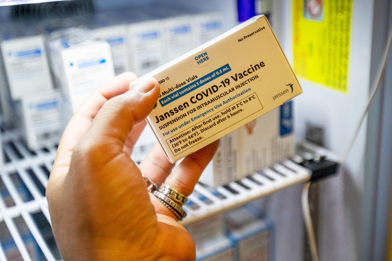 FDA obligaria a Johnson & Johnson a desechar 60 millones de dosis de su vacuna contra el COVID-19