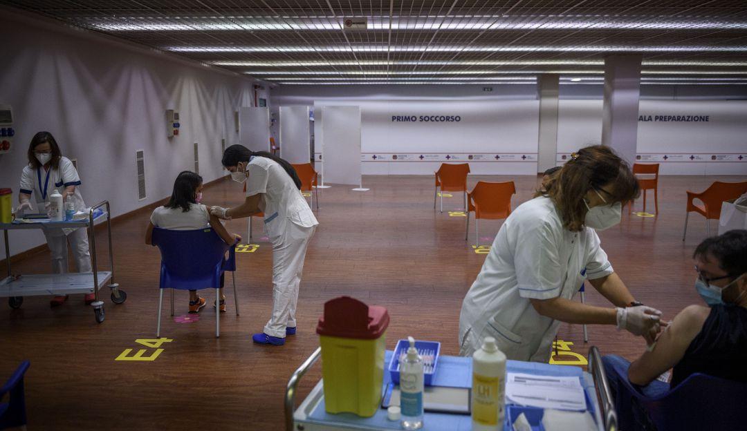 Colombia si aplicara segundas dosis a quienes se vacunen en el exterior
