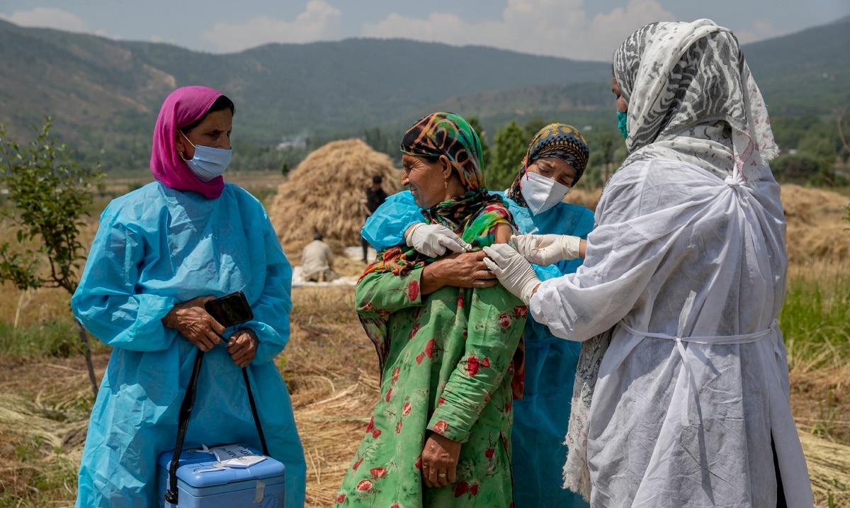 India registra el numero mas bajo de contagios de COVID-19 en casi dos meses
