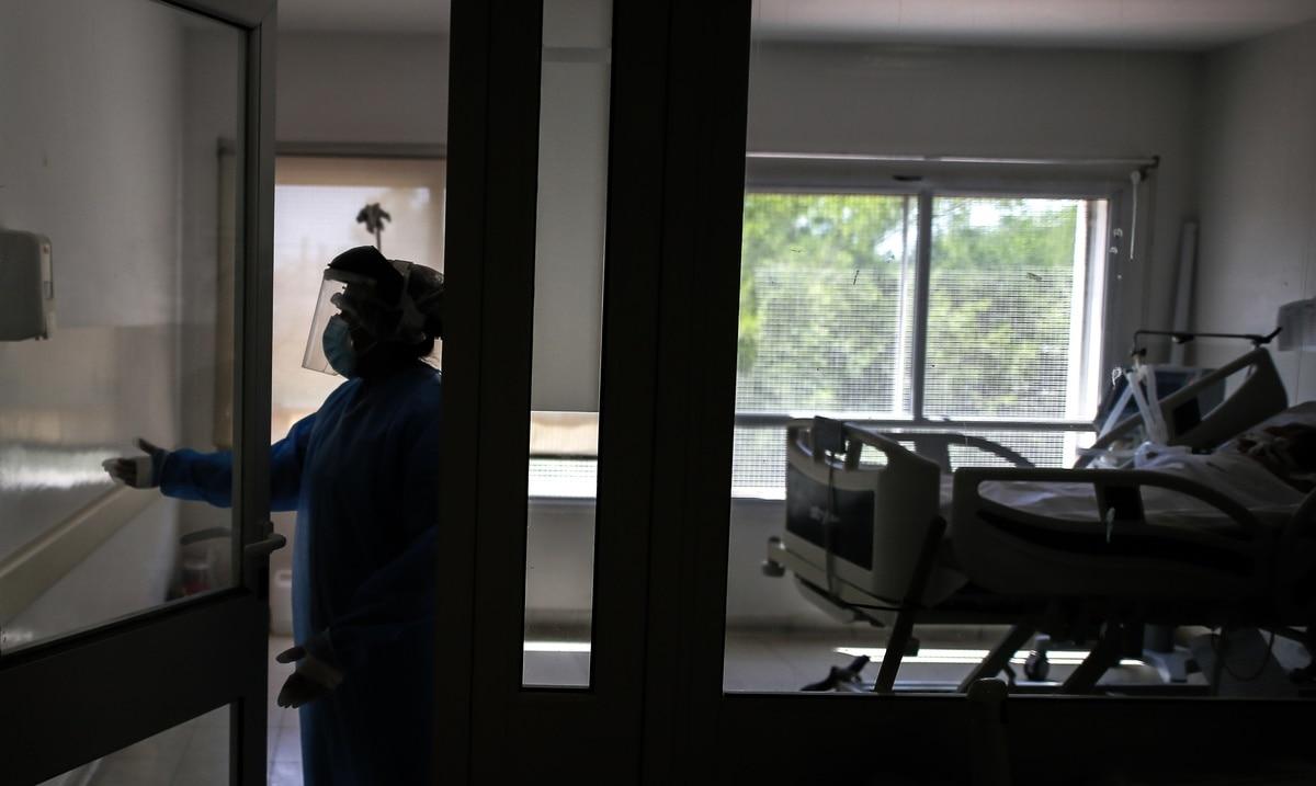 Las hospitalizaciones por COVID-19 bajan a 90