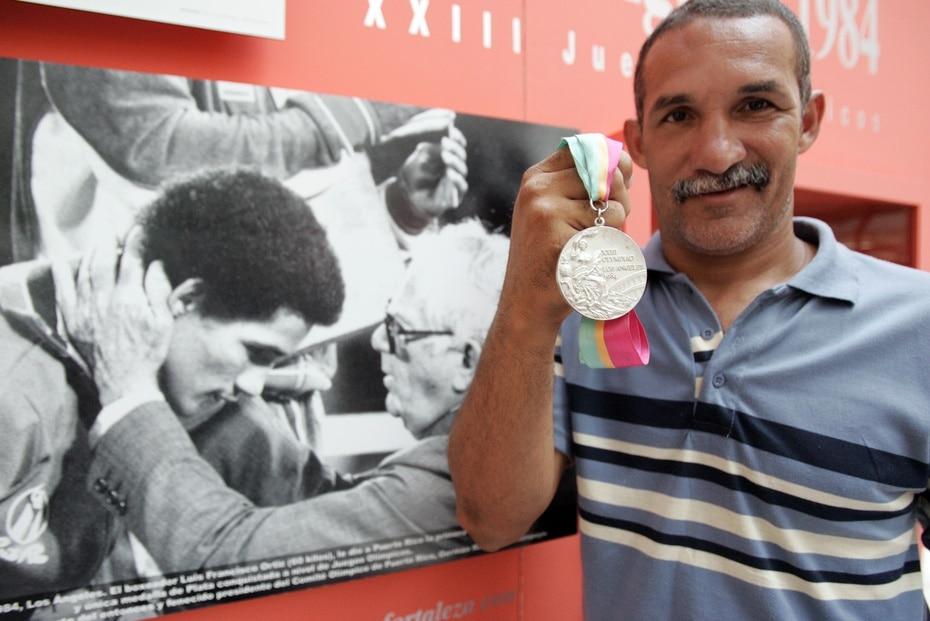 El exboxeador Luis Francisco Ortiz fue el primer puertorriqueño en ganar plata. Lo hizo en Los Ángeles 1984.