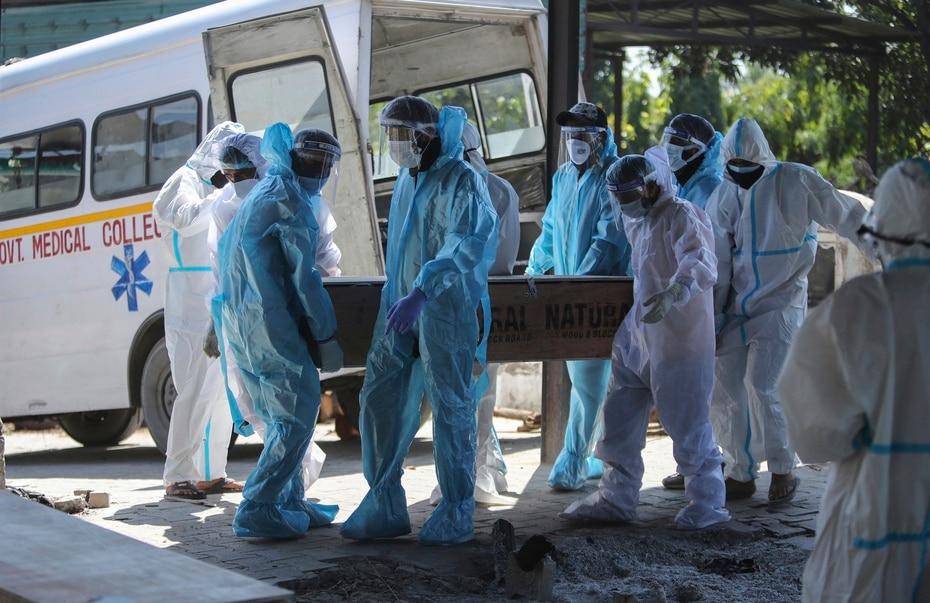 La situacion ha provocado que el sistema de salud colapse tras el incremento de hospitalizaciones y, por siguiente, de las muertes.