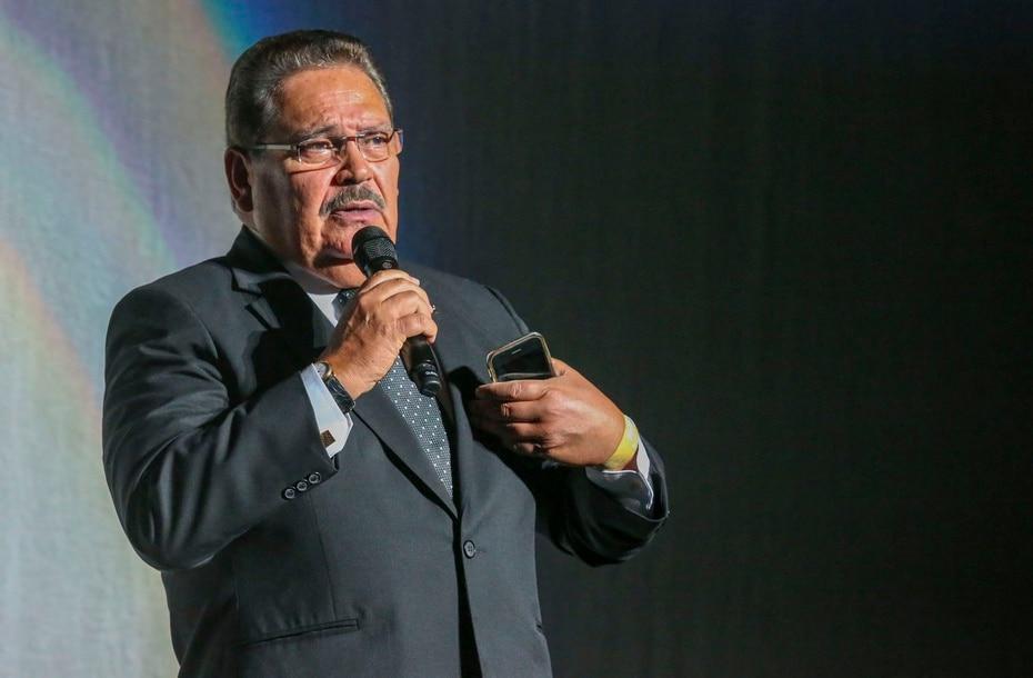 El periodista ancla Jorge Rivera Nieves introdujo al artista urbano colombiano en su cita con el publico puertorriqueño.