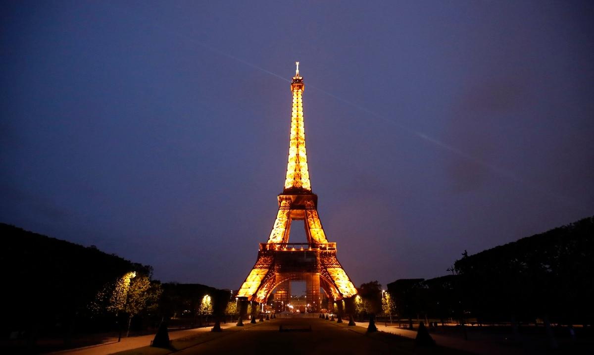 Francia abre sus fronteras a turistas internacionales que esten vacunados contra el COVID-19