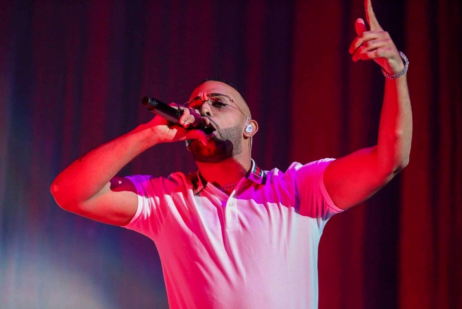 Eladio Carrion tambien conto con una participacion durante el concierto.