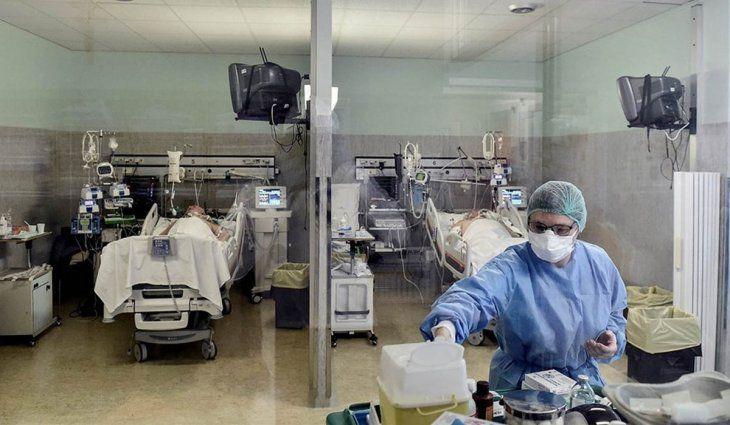Los casos de coronavirus crecieron 18% la ultima semana pero se mantiene el descenso en las terapias