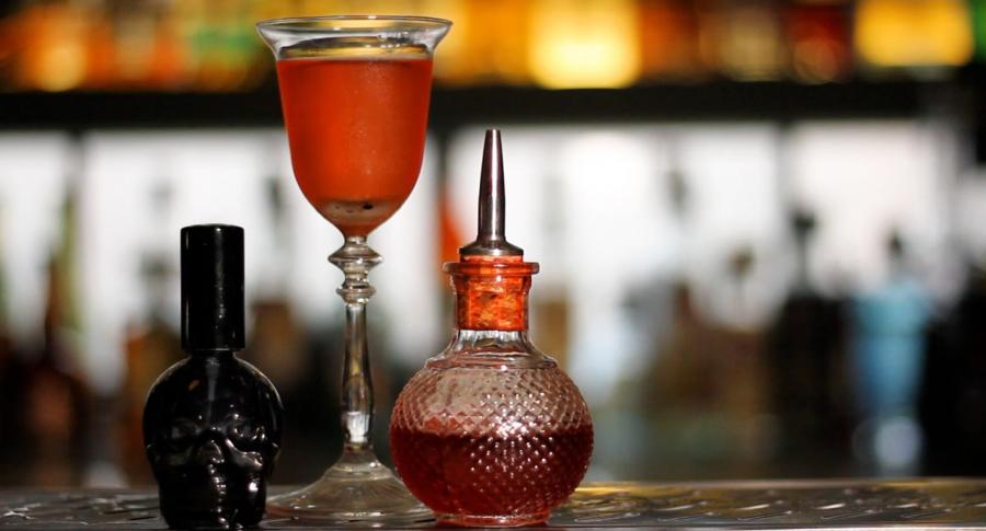 [Video] Sazerac, el coctel oficial de Nueva Orleans que se puede tomar en Bogota
