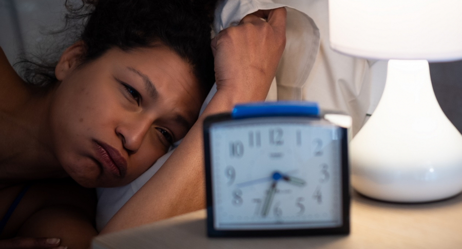 Que son las parasomnias y que tienen que ver con el insomnio o con hablar dormido