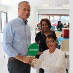 Invitan a las personas a vacunarse contra el COVID-19 en Guavate