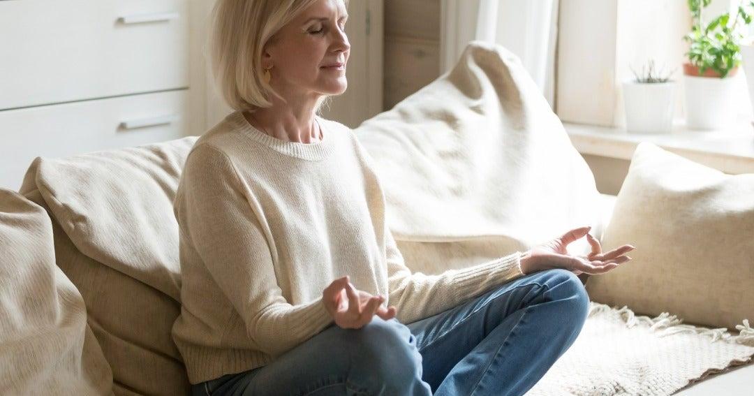 Tres ejercicios que le ayudaran a manejar el estres y la ansiedad en la jornada laboral