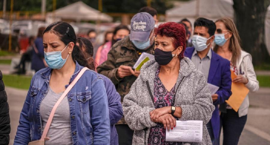 Vacunados no deben dejar de usar tapabocas fuera de su casa, implora OMS a Latinoamerica