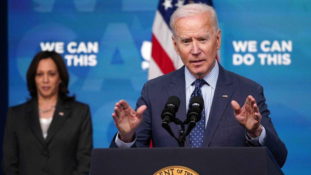 Biden anuncia extension de horarios en farmacias para vacunaciones contra el COVID-19