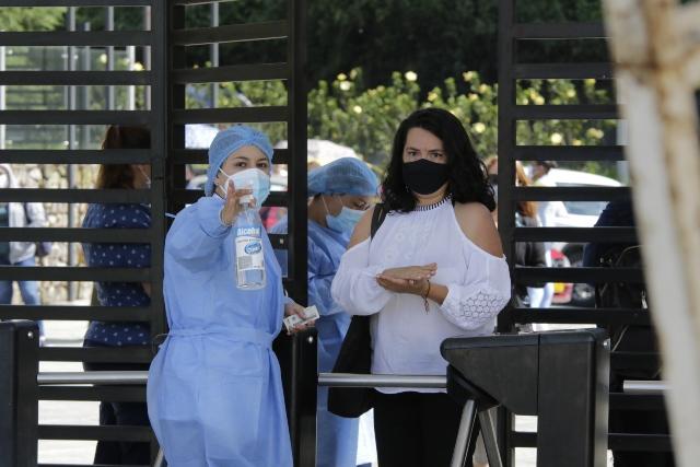 Sigue vacunacion de maestros, la idea es regresar a las aulas el 15 de julio