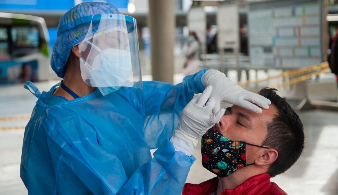 ¿Cómo saber qué tantos anticuerpos tiene contra el coronavirus?