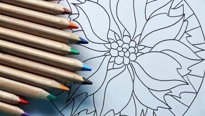 Colorear mandalas puede aportar beneficios terapeuticos.