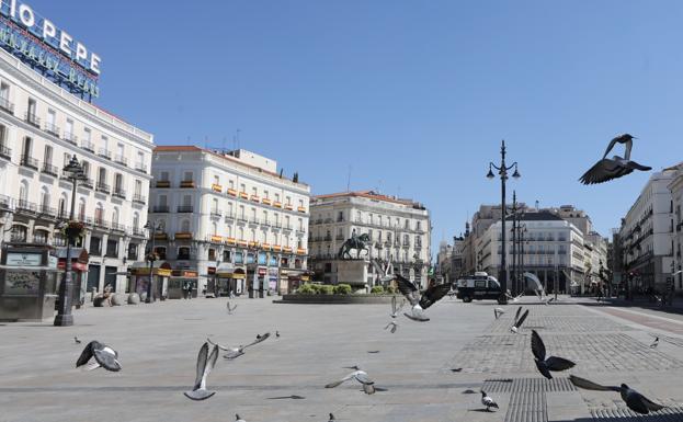 La Puerta del Sol de Madrid vacia durante el inicio de la Semana Santa de 2020. /Ep