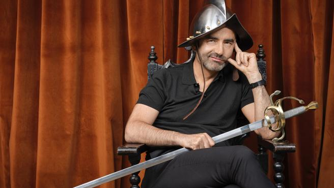 El escritor y psicologo Rafael Santandreu caracterizado como conquistador. Para el autor este es el momento de