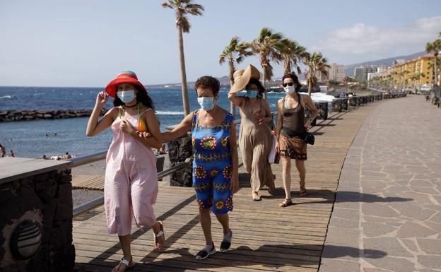 Imagen de turistas en Canarias. /efe