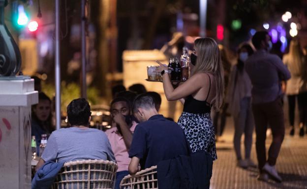 Andalucia frena y pedira autorizacion judicial para el pasaporte covid en discotecas