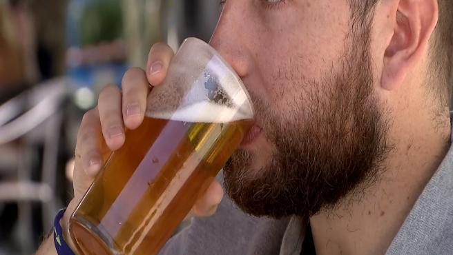 Un estudio establece en una o dos cervezas diarias el consumo moderado saludable
