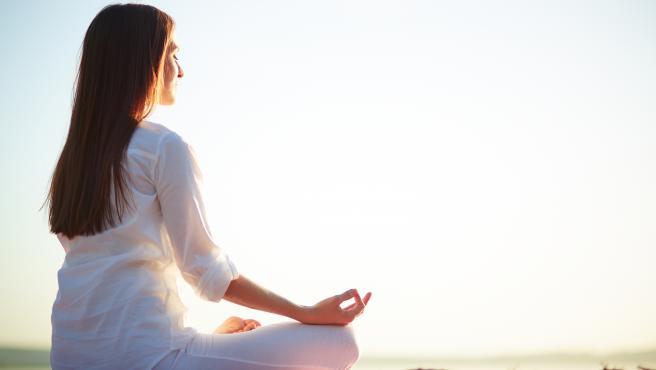 Evitar el estrés, practicar deportes que favorezcan el sistema cardiovascular y otras formas de prevenir la fibromialgia