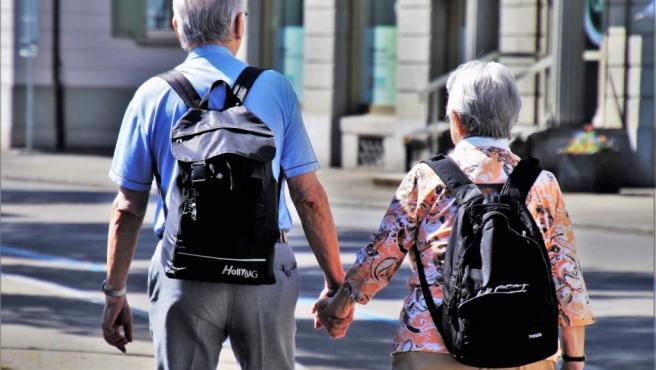 España es uno de los paises del mundo en los que mas años se vive. Actualmente ocupa la cuarta posicion con 82,9 años, pero los estudios apuntan a que en 2040 ocupara el primer puesto y la esperanza de vida se disparara hasta los 85,8 años.