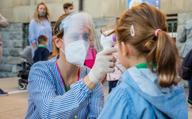 Los alumnos vacunados no haran cuarentena aunque tengan contactos infectados