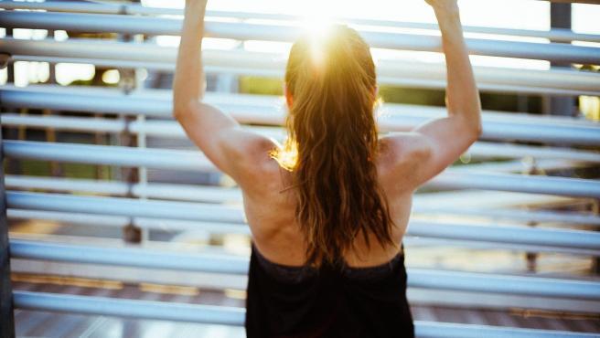 Una mujer realiza ejercicio fisico, en una imagen de archivo.