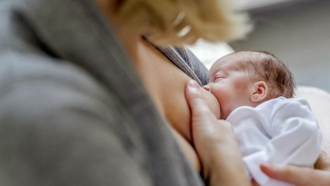 Lactancia, dar el pecho, recién nacido