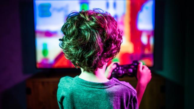 Los pediatras alertan de que los jovenes pasan al dia mas de cinco horas frente a pantallas