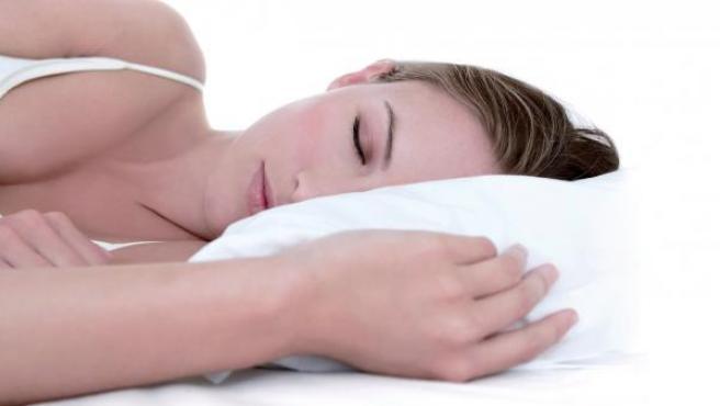 Una mujer durmiendo.